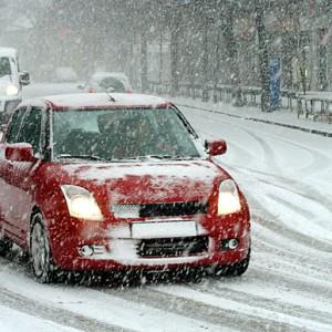 Téli vezetési tanácsok, vezetéstechnikai tippek és videó